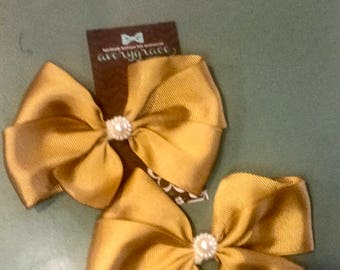 2 pack of girls 4 inch pinwheel style (with tails) bows.
