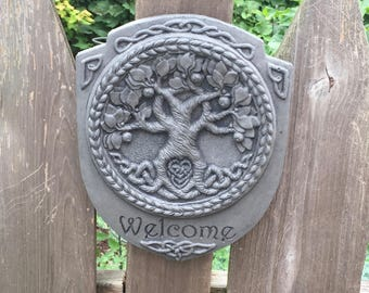 Tree of Life Welcome Plaque Garden Art in Concrete In Charcoal (Gray)