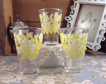 Set of 3 Vintage Federal Glass Yellow Flower Drinking Glasses