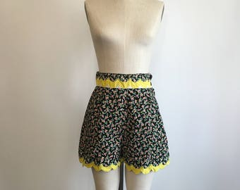 1930s 1940s Cotton Floral Shorts 30s 40s Scalloped Edge Shorts
