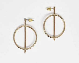 Round bar stud earring