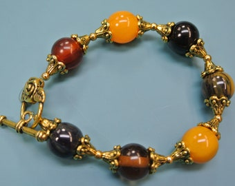 Unique one-of-a-kind multicolor bracelet with multicolor genuine tested vintage 1940s bakelite beads and toggle clasp