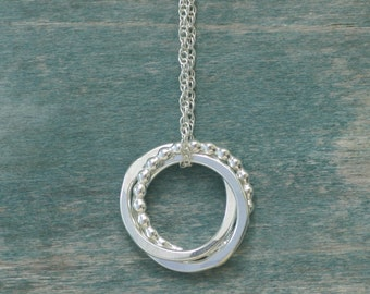 Silver intertwined rings necklace, 3 sisters necklace, bridesmaid jewelry bridal, 3 best friend necklace - Lilia
