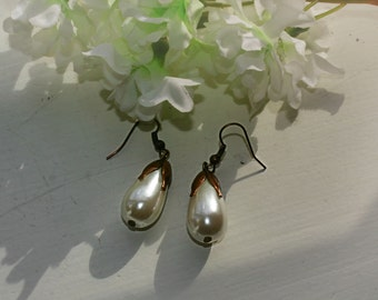 Vintage-look Ivory Pearl and Copper Earrings