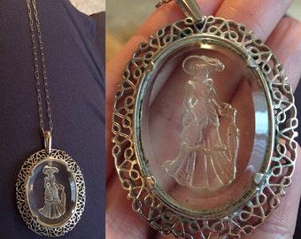 Silouette pendant necklace
