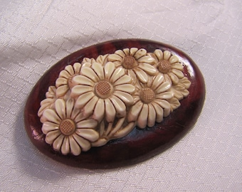 Vintage Carved Celluloid Daisy Brooch