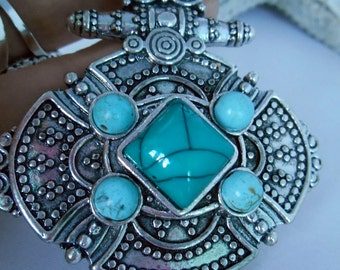 Vintage Pendant on Black Leather Cord - Early 90s - Retro Jewelry - Silver Metal - Oriental Style - Turquois Beads - Tribal - Maya - Inka