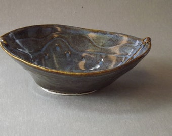 Bowl, boat shaped
