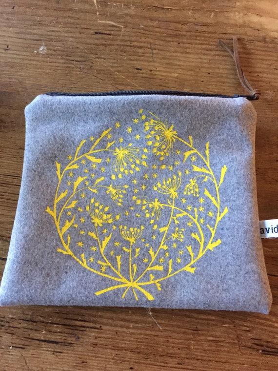 Winter flowers pouch