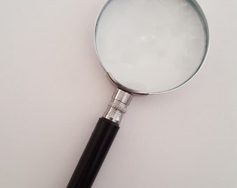 "Vintage quality magnifying glass,  unknown power nice glass, no scratches 2 3/8"" glass"