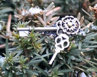 Brass Steampunk Brooch, Brass Brooch, Brass Victorian Brooch, Cloak Pin, Clockwork Jewelry , Steampunk Jewelry, Skeleton Key Jewelry