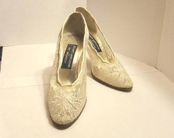 Vintage Cream Lace Pumps/Vintage  Lace Heels/Vintage Lace Wedding Heels/Stuart Weitzman Lace Pumps