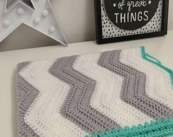 Chevron Blanket/Baby/Crochet/bedding/throw/Baby shower/afghan/Grey/White/Green/Crib/Moses basket/monochrome/car seat/stroller/buggy/zigzag