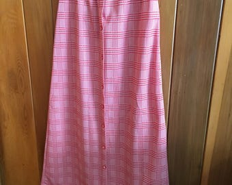 Vintage Long Red and White Mary Tyler Moore Style 70s Houndstooth Long Maxi Skirt With Buttons