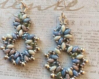 Beachy bleus boucles d'oreilles perles