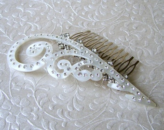 White Curled Feather Lucite Rhinestone Curl Wedding Hairpiece Jeweled Costume Headpiece Bridal Hair Comb Wedding Formal Ballroom Pageant