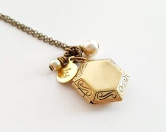 SALE Locket Necklace - Bridesmaid Locket -Personalized Locket -Personalize Locket - Bridesmaid Necklace - Vintage Locket  Flower girl Locket