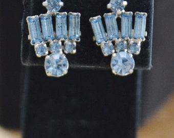 Pretty Vintage Light Blue Rhinestone Screwback Earrings (L9)