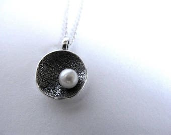 Round pendant with texture and pearl in sterling silver