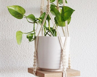 Hanging planter with its medium Board macrame / macramé plant hanging