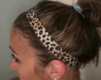 Sports elastic, non-slip headband.