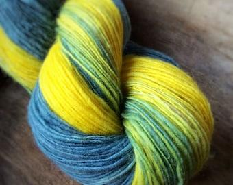 You are my sunshine - supreme shetland wool  - single thread handspun shawl yarn 100gr 434m