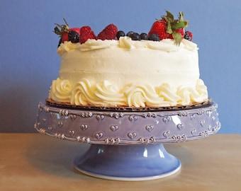 """10 """"stand de gâteau à la lavande avec un cœur"""