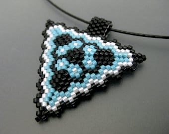 Peyote Triangle Pendant / Beaded Pendant in Black, Blue and White / Seed Bead Pendant / Geometric Pendant / Beaded Triangle Pendant