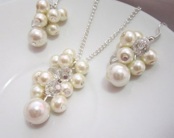 Ivory Pearl Necklace, Bridesmaid Necklace, Cluster Necklace, Pearl Pendant, Cluster Pendant, Ivory Necklace, Bridesmaid Gift, Wedding Party