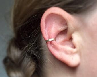 Gold Conch Ear Cuff. Gold Filled. Fake piercing. Minimalist Conch Cuff. Dainty Ear Cuff. Tiny. Simple EarCuff. Gold Earcuff. Fake Cartilage.