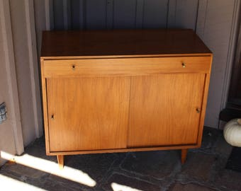Paul McCobb Planner Group single drawer commode with one shelf