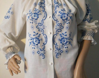 Vintage embroidered bohemian folklore blouse as unworn size medium 38