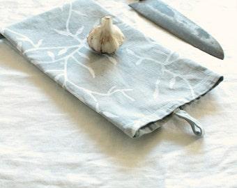 cotton tea towel with a tab. mist gray vines