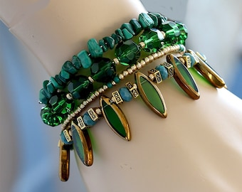 Emerald green and gold wrap bracelet, Beaded cuff bracelet, Green Bracelet, Gift for Her, Bangle Bracelet