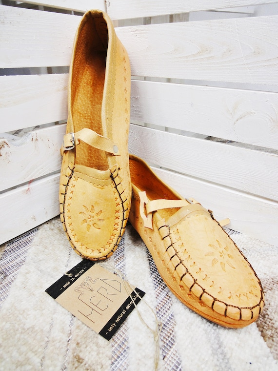 Traditional Polish folk costume shoes called 'Kierpce' for adults. Different sizes 35-42 ! 100% geniuine leather! Amazingly decorated!