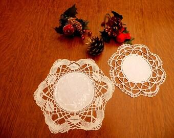 Old vintage doilies in cream cotton bobbin lace Old cotton lace