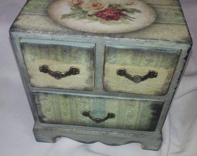 Decoupage jewwel box.