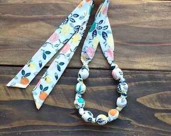 Organic teething necklace gift for mom - Teether that works - Floral teething necklace gift for her - Wooden teethe necklace - Breastfeeding