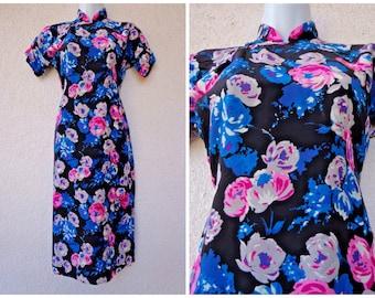 1950s Silk CHEONGSAM DRESS. Asian Dress. Wiggle Fit Dresss. Bold Floral Dress. Traditional Chinese Dress. Bombshell Dress. Frog Closures. S