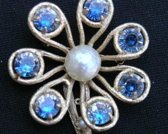 Vintage  Flower brooch  1960's unsigned