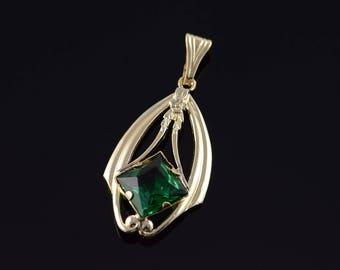 10k 3.50 CT Green Stone Vintage Pendant Gold
