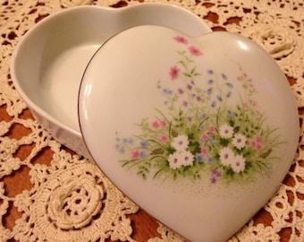 Pretty Little Ceramic Flower Heart Box