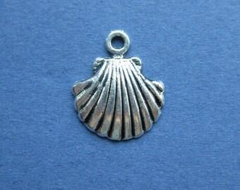 10 Shell Charm - Sea Shell Charm - Shell Pendant - Antique Silver - 18mm x 15mm -- (No.75-10430)
