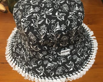 Girls reversable bucket sun hat