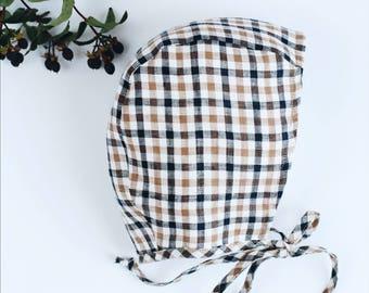 Squared Linen bonnet for baby