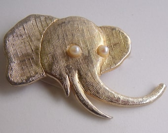 Vintage jewelry elephant brooch goldplated with pearl eyes