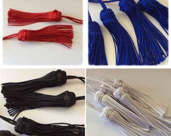 4 synthetic tassels in 4 colors, set to make