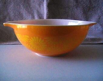 Vintage 1960 444 Pyrex 4 quarter Sunflower Cinderella casserole dish