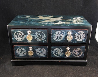 Vintage small lacquer jewelry box