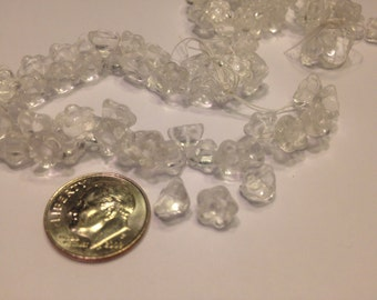 9 tiny clear glass flower buttons, 7 mm (44)